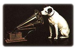 nipper - šuniukas prie gramofono
